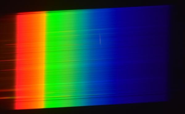 Спектр лампы накаливания сплошной и не содержит отдельных линий.