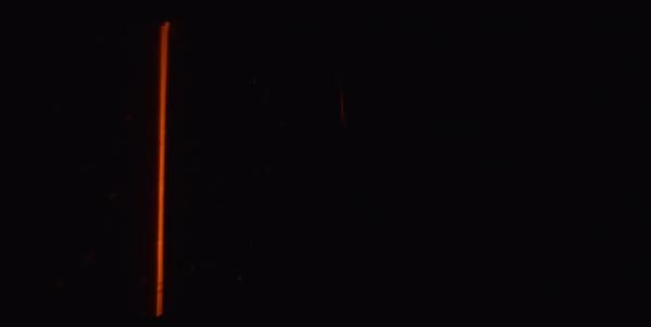 Если внести в пламя газовой горелки немного поваренной соли, его свечение приобретет характерный желто-оранжевый оттенок.