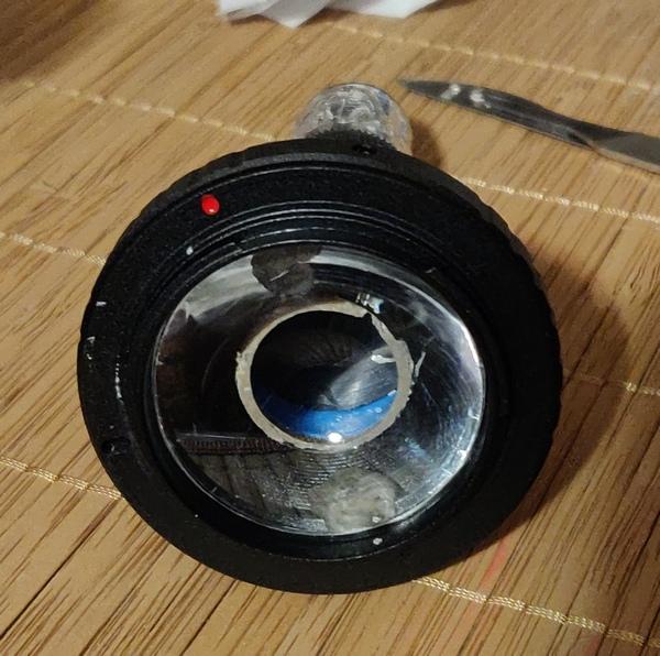 Необходимо добавить в оптическую систему спектроскопа фокусирующую линзу.